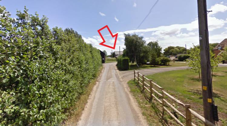 Tracey-Miles-Location-Arrow-Pointer.jpg
